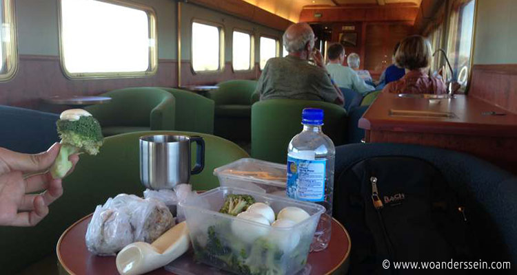 indian-pacific-red-class-lunch