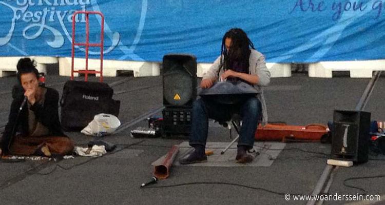 st-kilda-festival-streetperformer