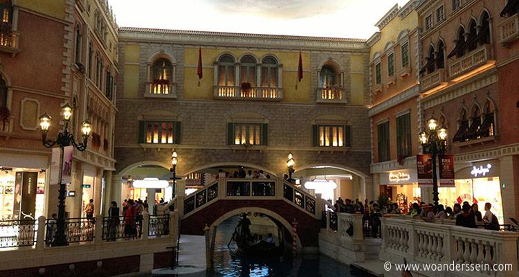 macau-the-venetian-gondola2