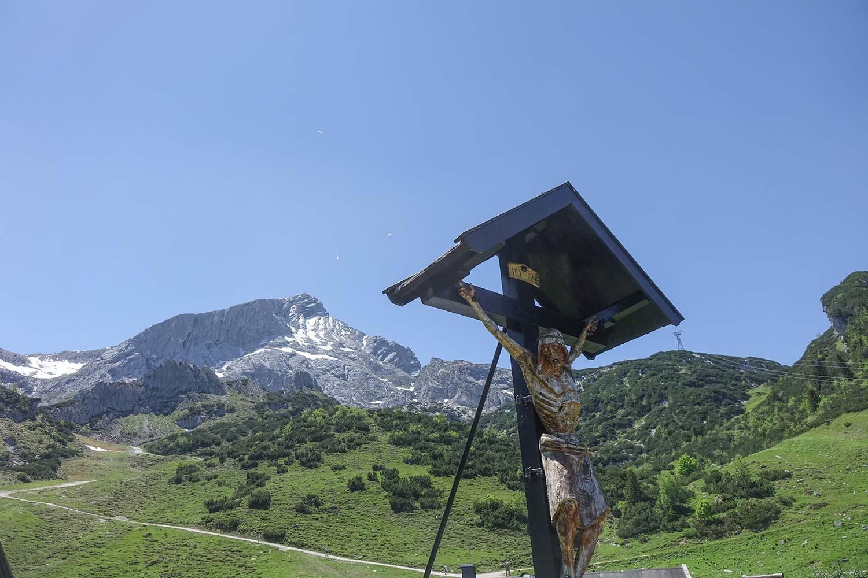 Ob mit der Bahn oder zu Fuss, die Alpspitze bietet für jeden was