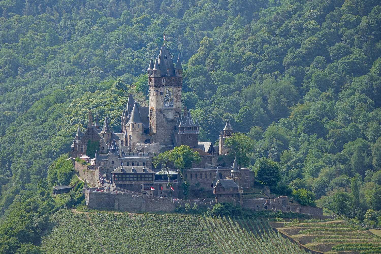 Die Reichsburg von Cochem vom Pinnerkreuz aus gesehen