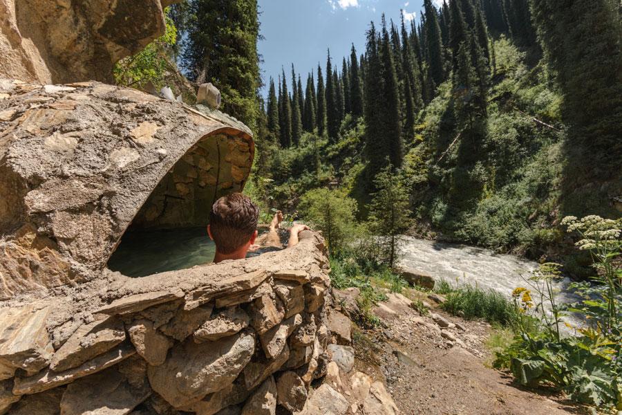 キルギス 温泉 アルティンアラシャン