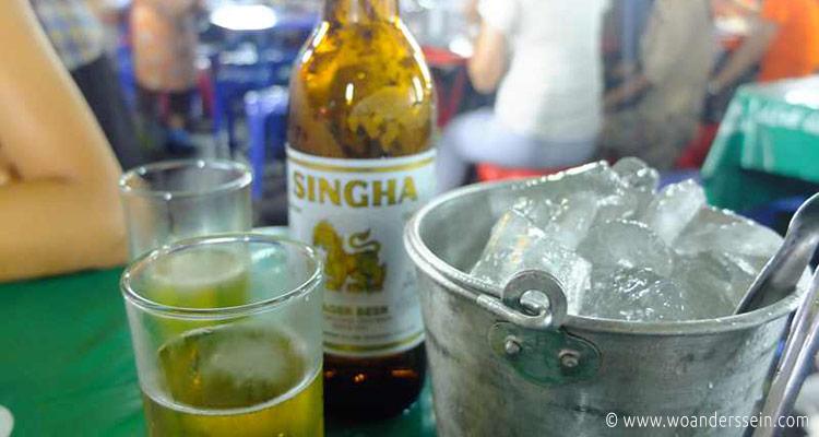 bangkok-garkuechen-abends-bier
