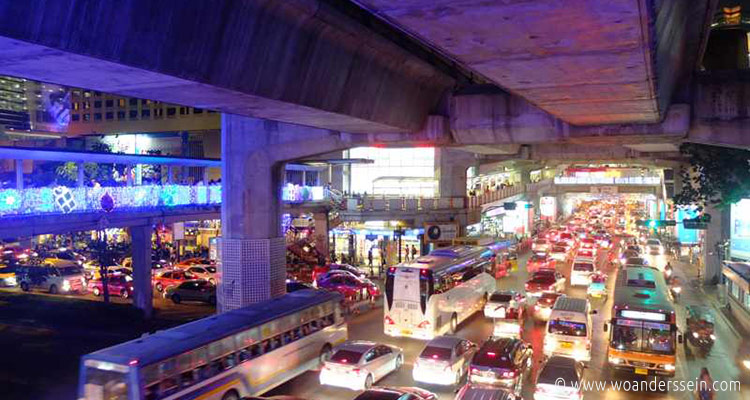 bangkok-skywalk-traffic