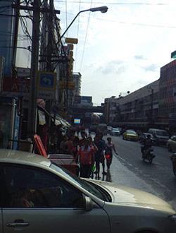 bangkok-songkran-onnut-strasse