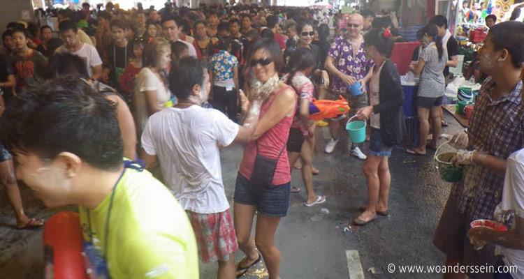 bangkok-songkran-silom-area-chi