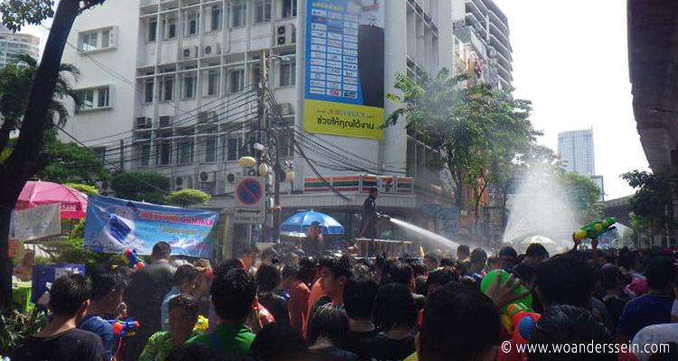 bangkok-songkran-silom-area8