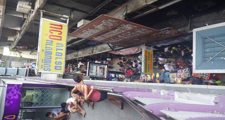 bangkok-songkran-silom-bts
