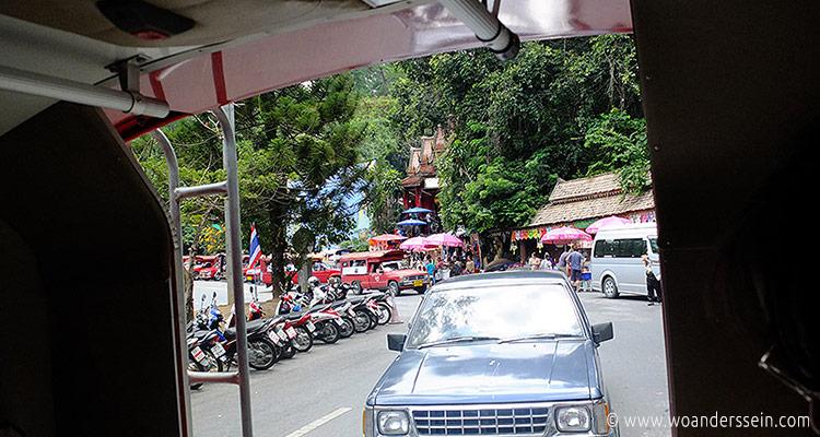 chiangmai-doi-suthep-red-taxi
